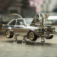 Este Ford Escort Mk2 a escala es literalmente una joya, fabricado en platino, oro, plata y piedras preciosas