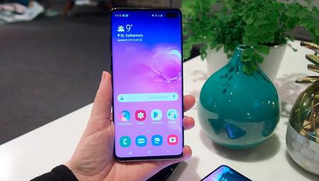 Samsung regalará un protector de pantalla certificado en sus Galaxy S10 para poder usar el desbloqueo dactilar en pantalla