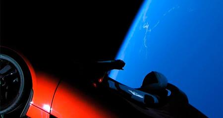 El Tesla Roadster de Elon Musk ha llegado a Marte, pero de lejos, sólo para posar y hacerse un selfie
