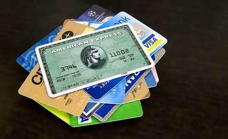 Mantén una sola tarjeta de crédito y una sola cuenta corriente