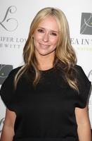 Jennifer Love Hewitt abandona el lado oscuro dando paso al rubio