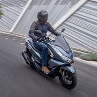 Honda PCX125: el superventas añade el sistema de arranque sin llave y mejora la suspensión, para los mismos 12 CV