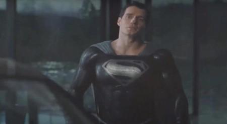 Aquí está el primer vistazo a 'Justice League', versión inédita de Zack Snyder: Superman hace gala del legendario traje negro