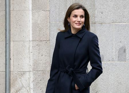 Doña Letizia vuelve al trabajo con un look 'working girl'