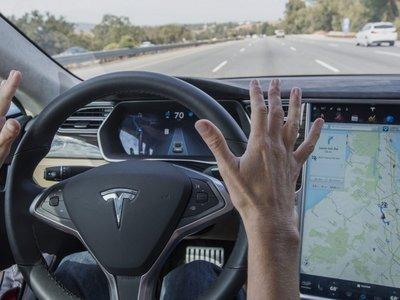 Tesla denuncia a su exdirector en materia de conducción autónoma por robar información confindencial