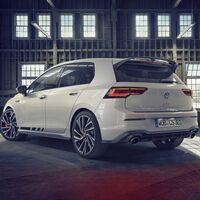 El Volkswagen Golf GTI Clubsport llega a España con 300 CV y es casi 7.500 euros más barato que el Golf R