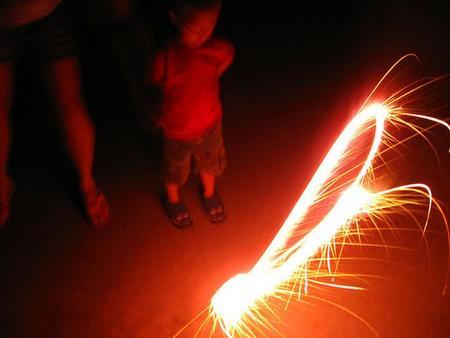 Fuegos artificiales en Nochevieja y niños