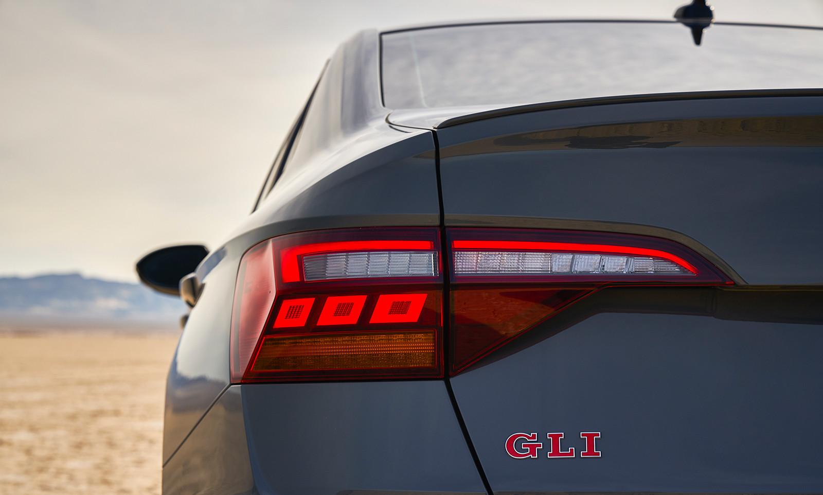 Foto de Volkswagen Jetta GLI 2019 (26/27)