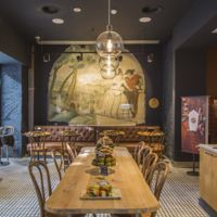 Espacios para trabajar: nuevo Starbucks en Velázquez con esencia vintage