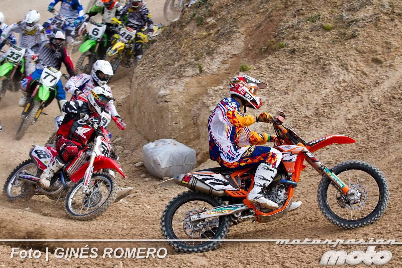 Foto de Álvaro Lozano empieza venciendo en el Campeonato de España de MX Élite 2012 (11/38)