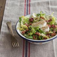 Ensalada variada de tacos de jamón y queso de cabra, receta fácil, rápida y refrescante