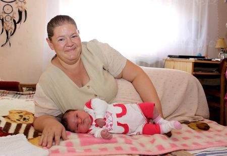 Nace en Hungría una niña de 6.300 gramos y 63 centímetros