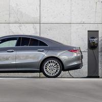 Mercedes-Benz CLA 250 e: el coupé de cuatro puertas híbrido enchufable aterriza con etiqueta CERO y un precio de 44.850 euros