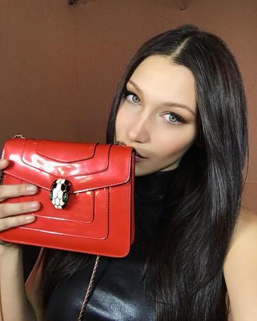 Bella Hadid, la joven modelo que se convirtió en embajadora global de los complementos Bulgari