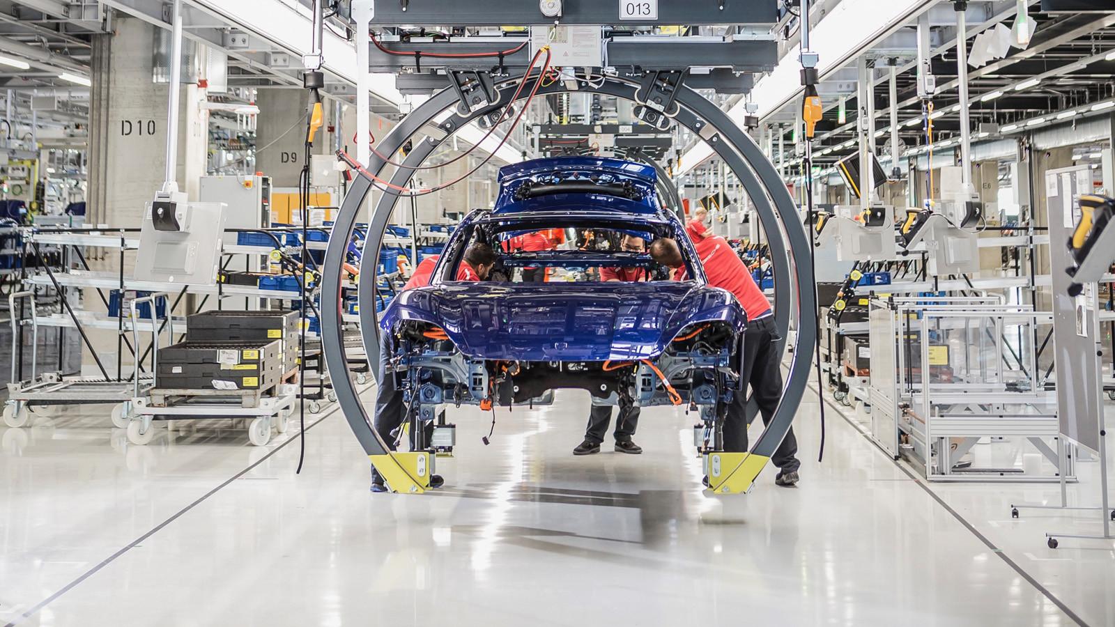 Foto de Fábrica Porsche Taycan (inauguración) (11/44)