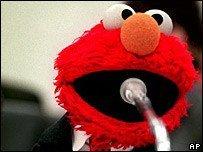 Elmo de Barrio Sésamo explica que es la guerra