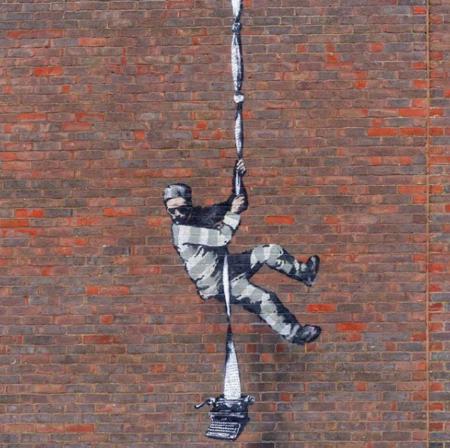 Tenemos nuevo Banksy confirmado: múltiples lecturas para el preso que huye
