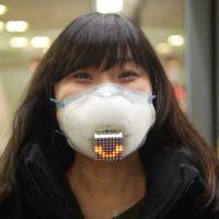 Esta máscara antipolución no impide que vean tu sonrisa... electrónica