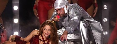 Shakira empieza el espectáculo del descanso de la Super Bowl 2020 vestida de brilli brilli y nos sorprende cantando 'Callaita' con Bad Bunny