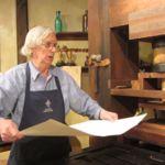 En este vídeo puedes ver una imprenta de Gutenberg funcionando