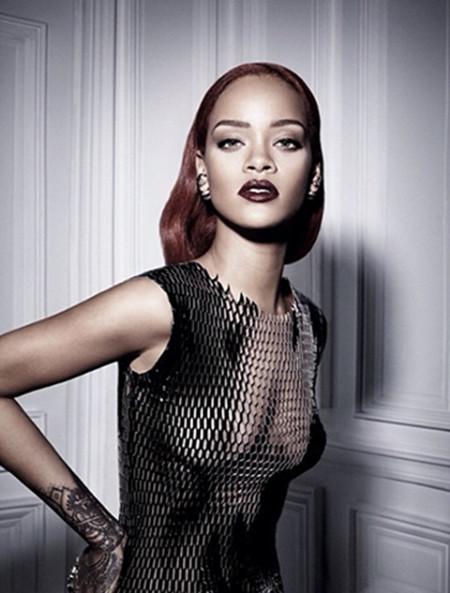 Rihanna saca a la bad-girl que lleva dentro al posar para Craig McDean para Dior