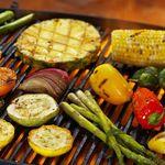 7 tips para cocinar verduras en un asador, sin que se te quemen