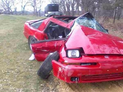 Dolorpasión™: Toyota Supra contra pilar de hormigón