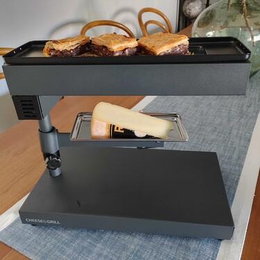 Probamos la raclette de Cecotec: un planazo para las cenas de amigos y de Navidad