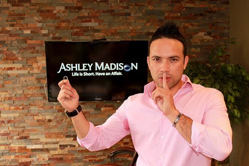 ¿Puedes descargarte filtraciones como las de Ashley Madison? Esto es lo que dice la ley