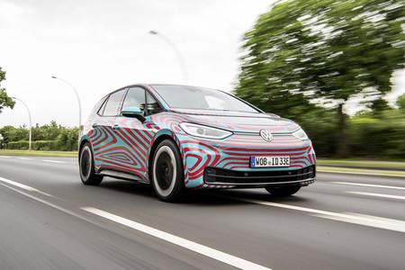 """Volkswagen cree que pronto los coches eléctricos y los de combustión costarán lo mismo: """"El punto de inflexión está cerca"""""""