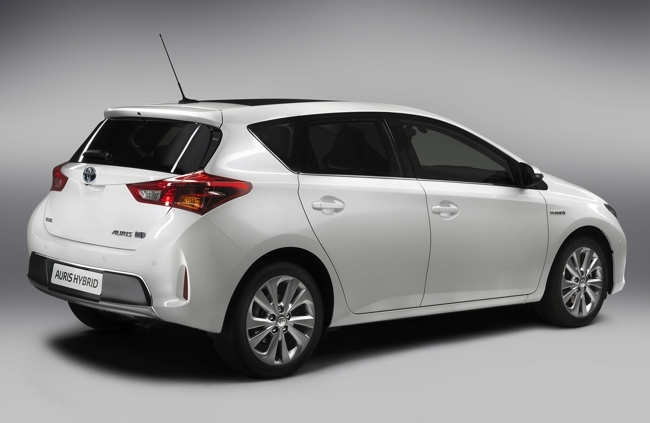 Toyota Auris Híbrido 2013 03