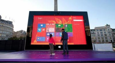Microsoft coloca un Surface 2 de 383 pulgadas en Trafalgar Square, Londres