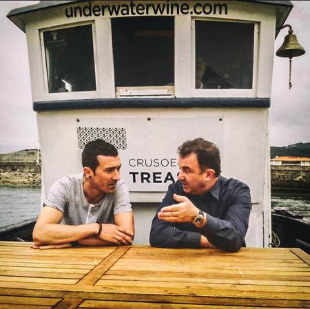Vinos submarinos: enoturismo entre olas