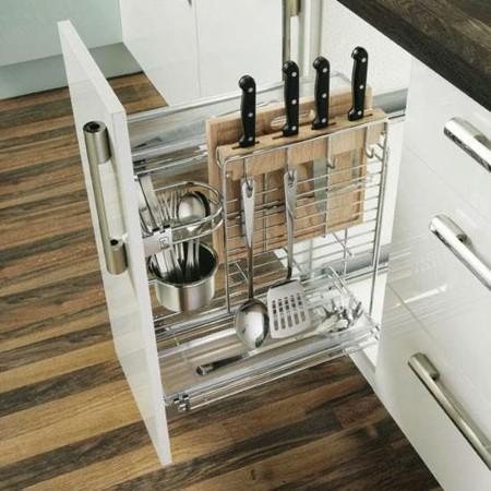 hoy en da los diseadores de muebles de cocina ya han inventado casi todo lo inventable para que no tenga que quedar ningn rincn en la cocina sin