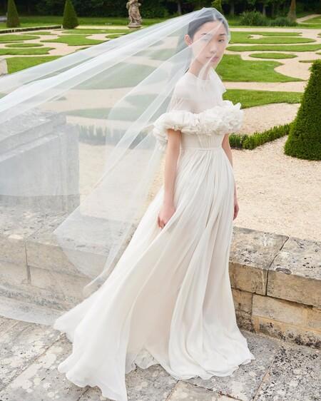 Giambattista Valli presenta su primera colección de vestidos de novia ideales para todo tipo de novias, sea cual sea su estilo