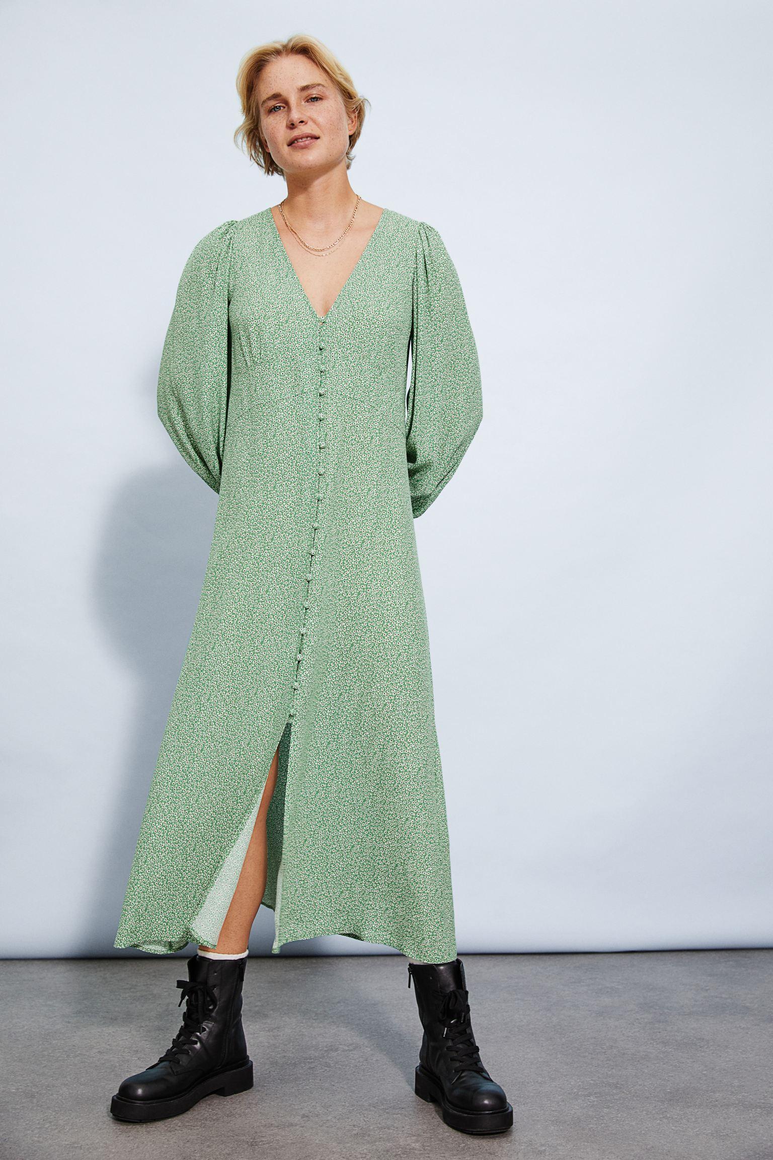 Vestido midi en viscosa estampada con escote de pico pronunciado y cierre de botones revestidos.