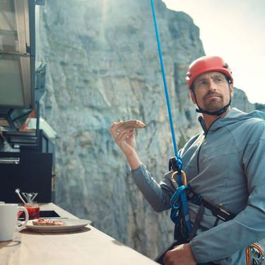 """Cocinas Schmidt diseña """"Vertical Home"""", una cocina y un vestidor a 2.000 metros de altitud para disfrute del alpinista Kenton Cool"""