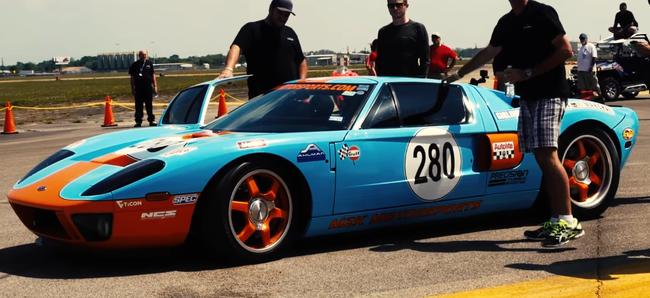 Video: el Ford GT que alcanza gloriosos 473 km/h en el Texas Mile