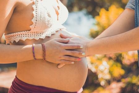 ¿Qué sucede si me doy un golpe en la barriga durante el embarazo?