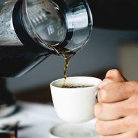 El café incrementa el tránsito intestinal  y ello no es responsabilidad de la cafeína, según un reciente estudio