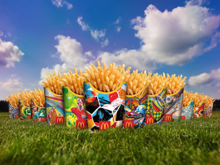 Todo el mundo celebra el Mundial de Fútbol, y se visten con los colores (y motivos) de Brasil
