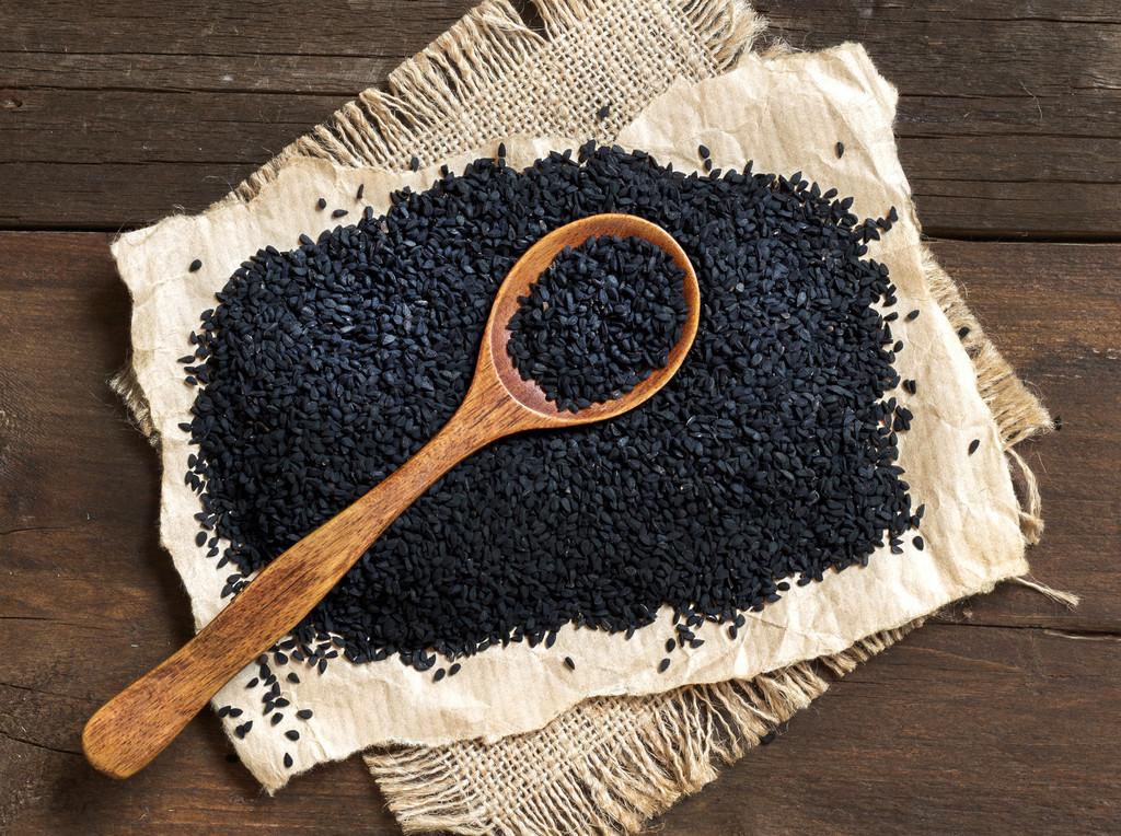 Semillas de nigella, ajenuz o comino negro: �qu� es y c�mo usar esta especia en la cocina?