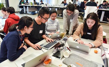 Algunos sociólogos ven los hackatones como una forma de explotar a las personas para que trabajen gratis