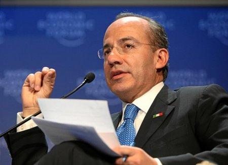 """Felipe Calderón """"justifica"""" la firma del ACTA"""