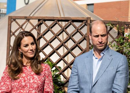 Kate Middleton vuelve al trabajo con un vestido rojo muy favorecedor