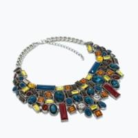 Los collares oversize de Zara son la clave para alegrar tu look