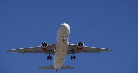 Un polizón en el fuselaje del avión