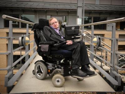 El software que usa Stephen Hawking para comunicarse ya está disponible para todos