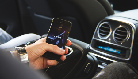 Uber lanza una nueva función para apoyar las prácticas de seguridad vial en Colombia
