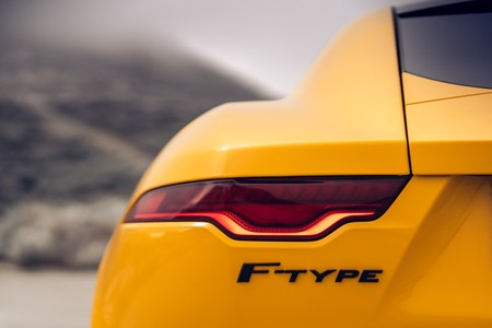 Jaguar F-Type R ópticas traseras